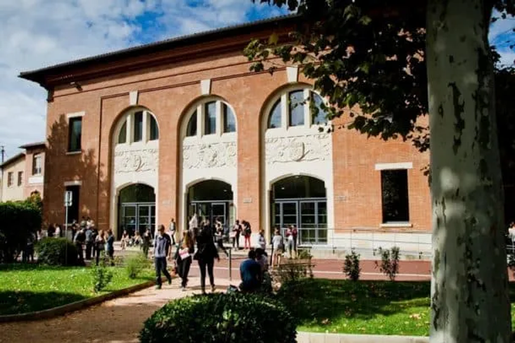 Toulouse-School-of-Management-campus-610