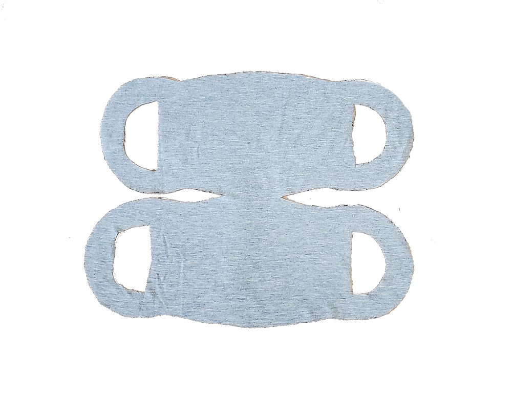 Un masque dans un t-shirt gris.