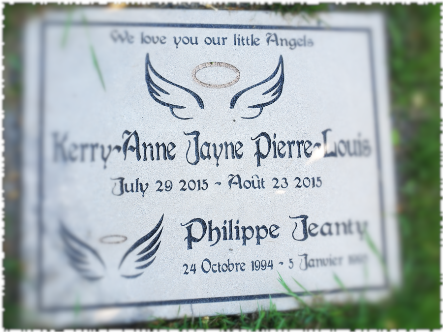 Pierre commémorative gravée pour une souvenir impérissable.
