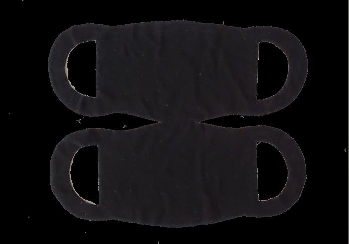 Un masque dans un t-shirt noir.