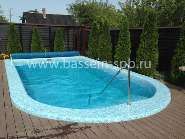 Уличный скиммерный бассейн в частном доме