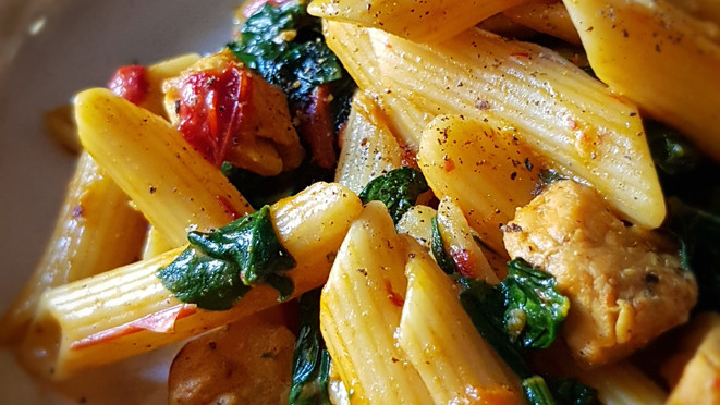 Curry chicken pasta with spinach