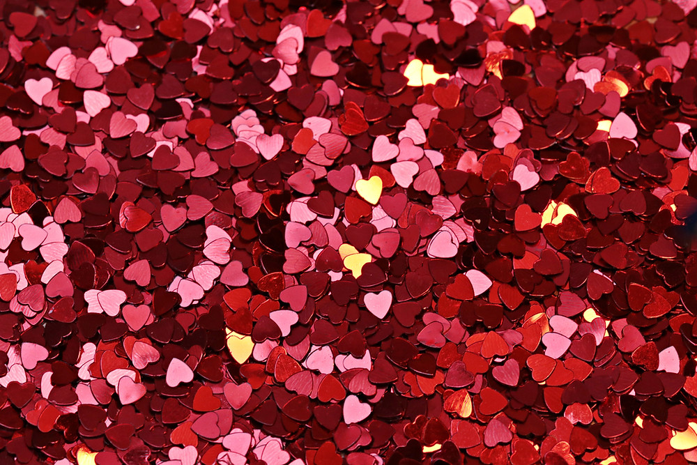Red, pink and gold small heart confetti