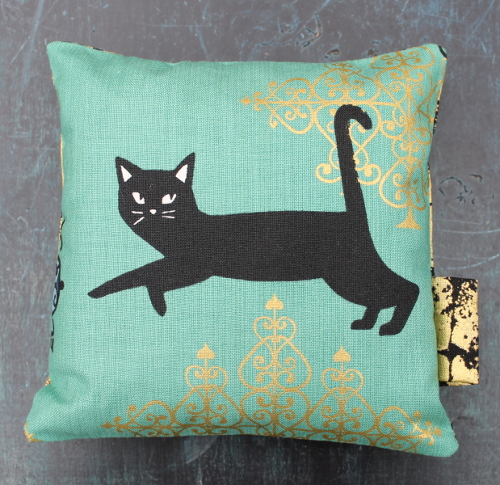 Sachet de lavande chat vert - Sylvie Guieysse Pillows