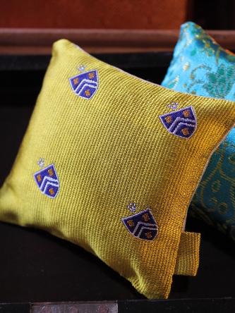 Sachet de lavande soie jaune et bleue - Sylvie Guieysse Pillows