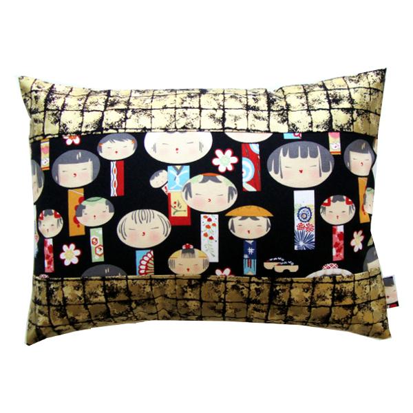 Coussin_Kokeshi_doré_-_Sylvie_Guieysse_Pillows