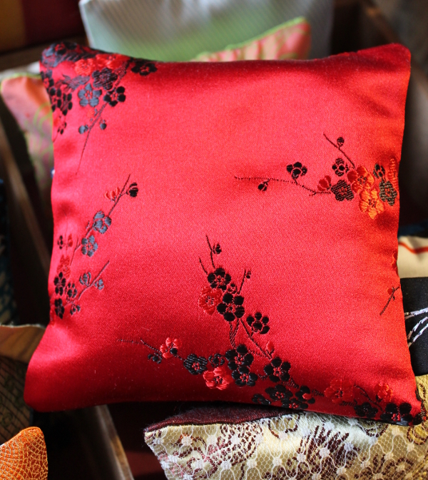 Sachet de lavande satin rouge et noir - Sylvie Guieysse Pillows