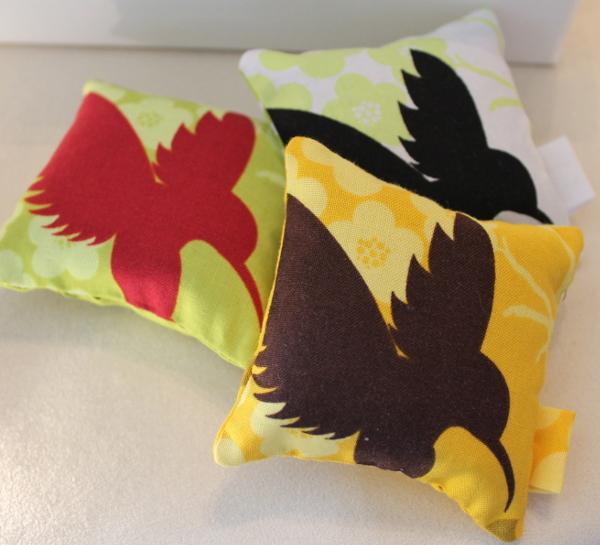 Sachets de lavande Oiseaux Colibris jaune vert blanc- Sylvie Guieysse Pillows