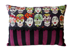Coussin Frida violet et noir - 39€