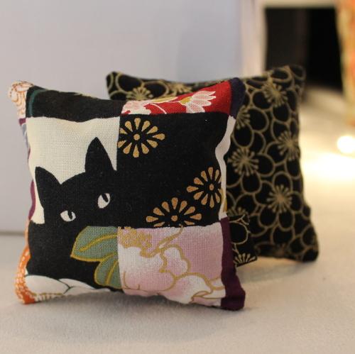 Sachet de lavande chat noir japonais - Sylvie Guieysse Pillows