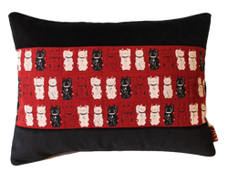 Coussin Maneki-neko Rouge et noir - 46€