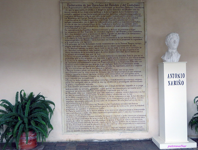 Busto de Nariño y placa con los Derechos del Hombre en su Casa Museo en Villa de Leyva.