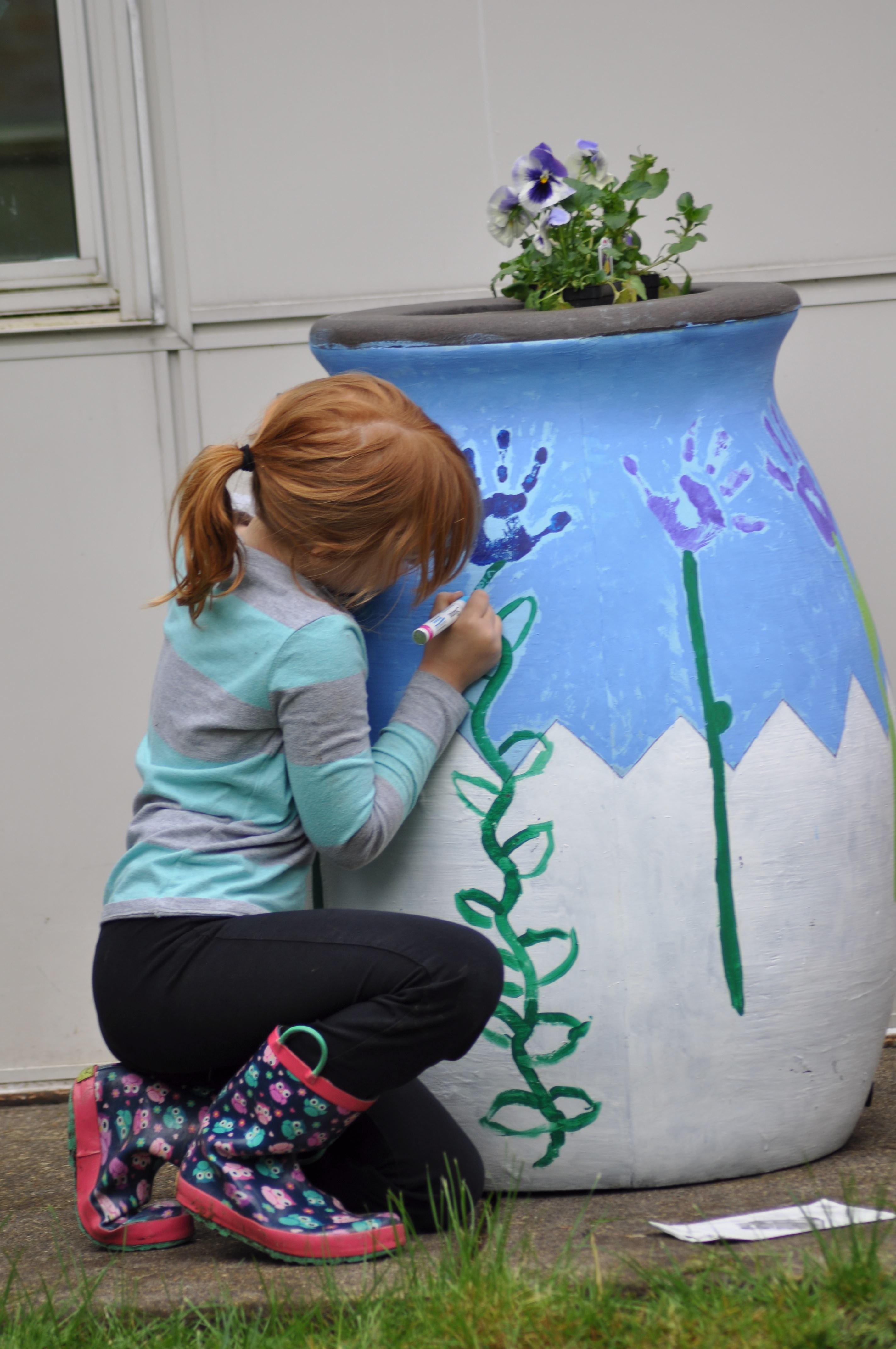 girl paint flower pot