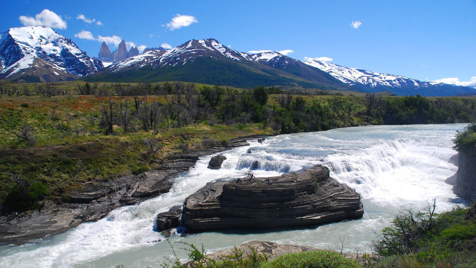 waterfall_paine_zona_patagonia.jpg