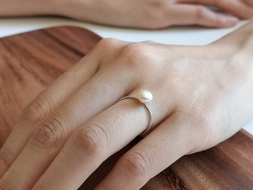 Pearl Ring in Sterling Silver, 1mm