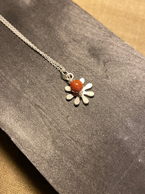The stone flower pendant