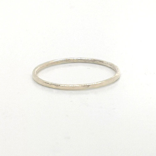 Stackable hammered ring in 14ct Goldfilled, 1.5 mm