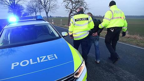 polizei-festnahme-symbolbild-19.jpg