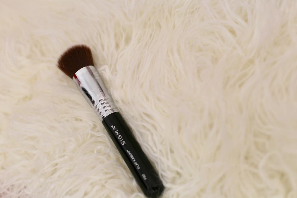 f80-flat-kabuki-sigma-beauty-brush.jpg