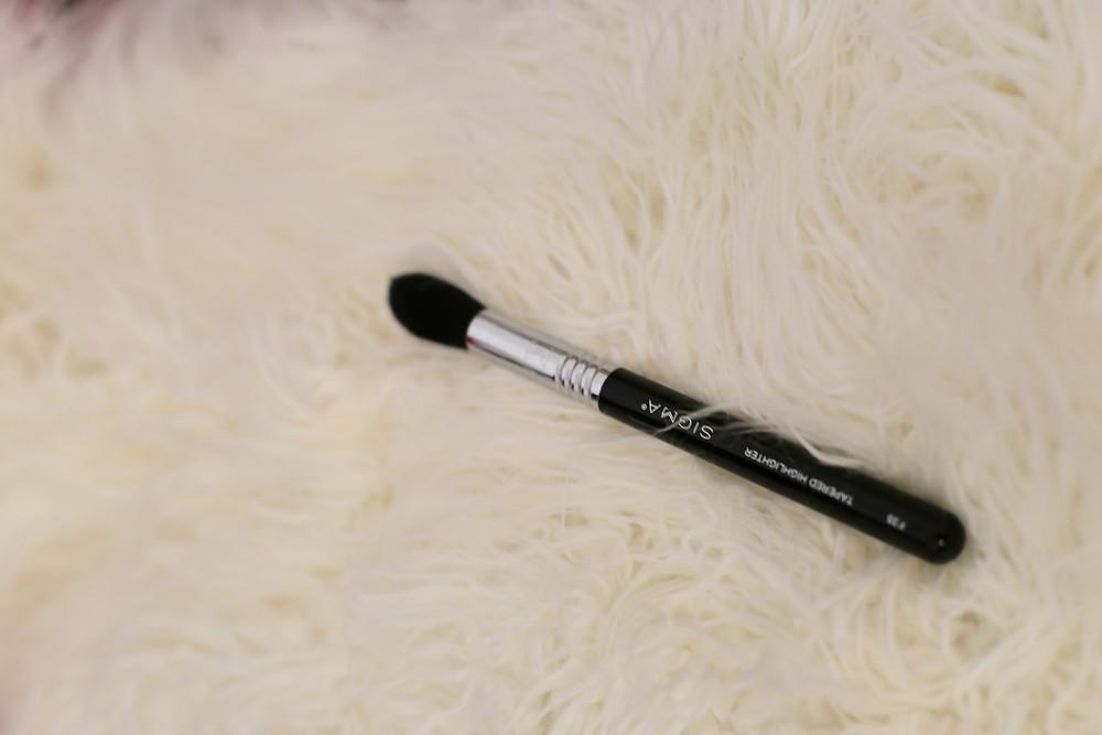 Tapered-Highlighter-Brush-F35-sigma-beauty-brush.jpg