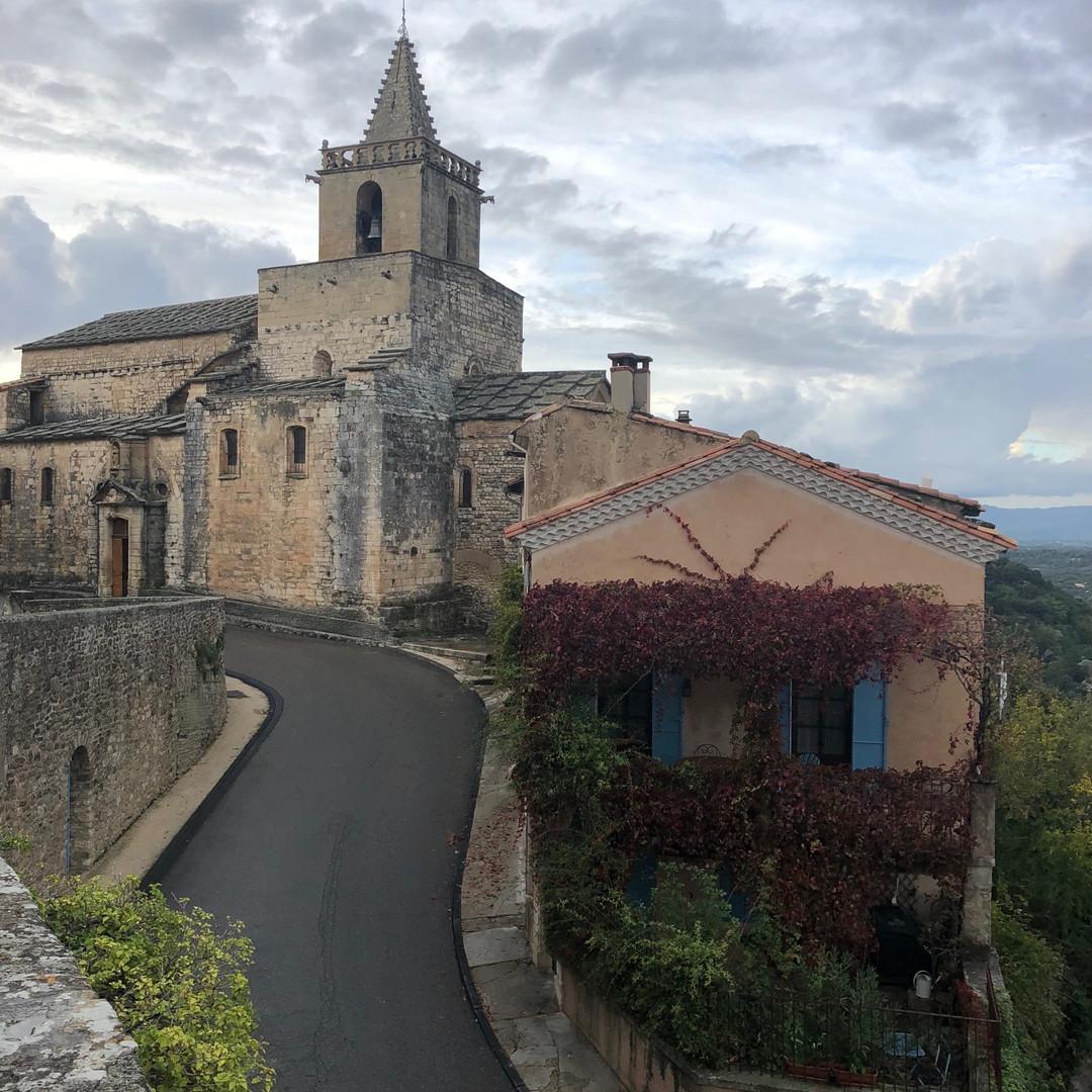 Venasque, Eglise