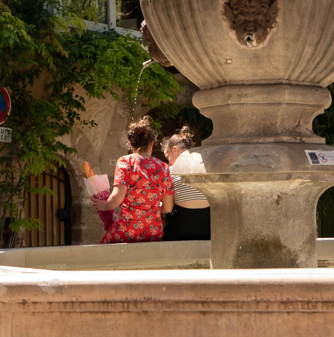 Venasque- Place de la Fontaine
