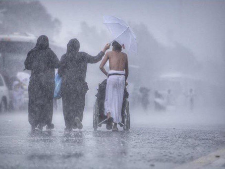 Cooling rain pours down on Hajj pilgrims at Mount of Mercy