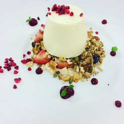 Caramelised White choc granola berries t