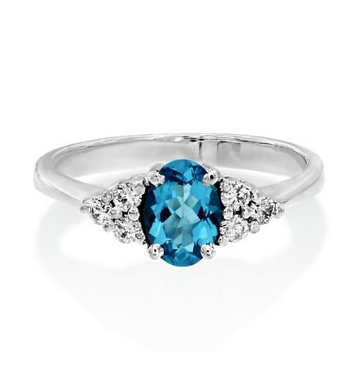 Oval Aquamarine Diamond Cluster Sidestones