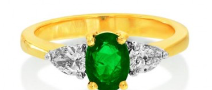 Emerald with Pear Diamonds 3stone Ring
