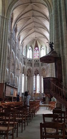 649df795a40 A Catedral de Santo Estevão começou a ser construída no século XII e foi  concluída três séculos depois pela construção da torre norte (60 metros).