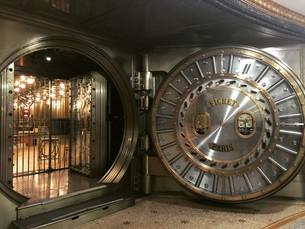 Esse banco centenário em Paris permite visitas ao seu cofre!