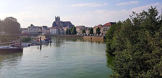 30177a24ae8 Hoje vou apresentar para vocês a cidade de Meaux: fica a apenas 30 minuos  de Paris em transporte público (não muito longe da Disneyland Paris), ...
