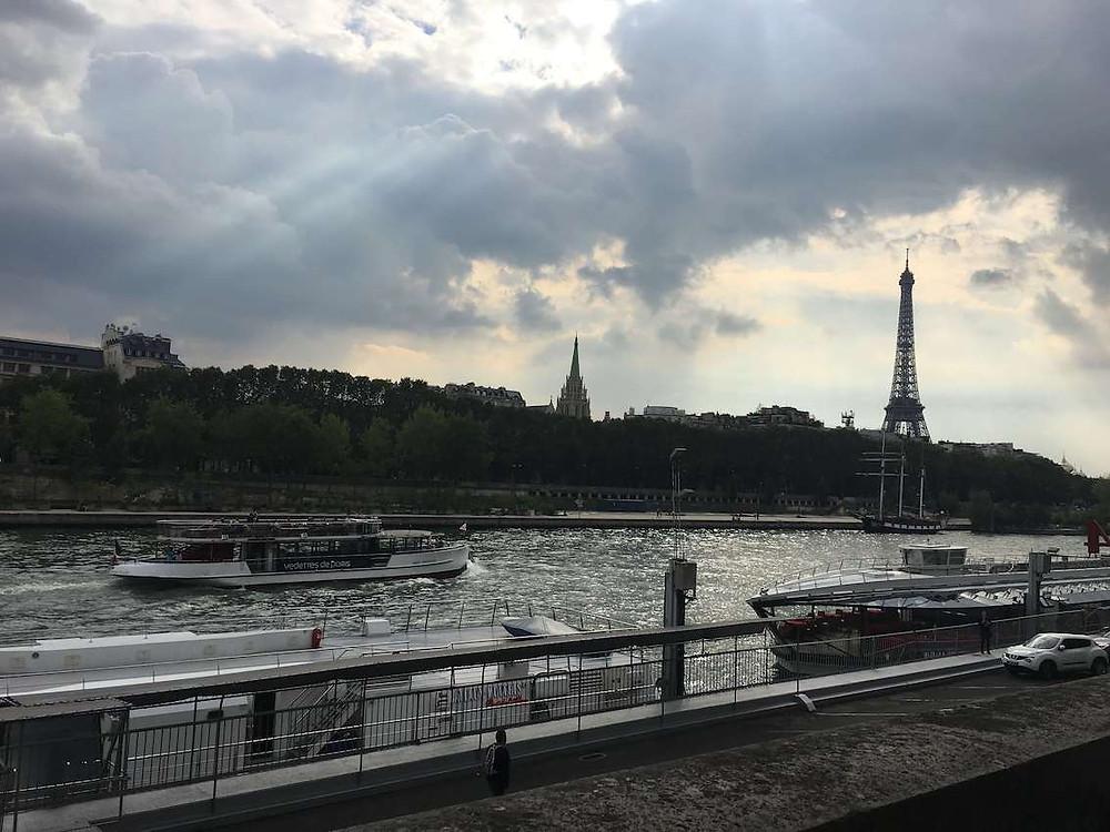 Cruzeiro pelo Rio Sena em Paris
