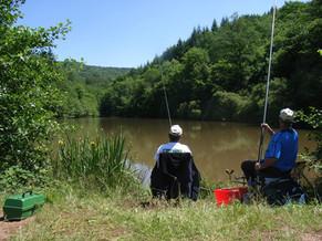 Pêcheurs sur la berge