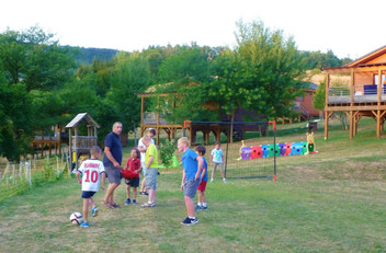 Aire de foot et jeux enfants