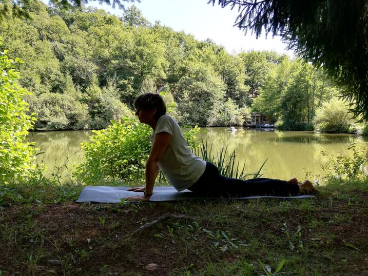 Yoga près du lac