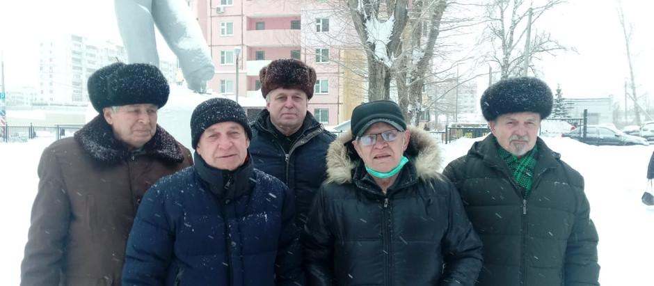 Возложение цветов к памятнику В.И Ленина в Авиастроительном районе города Казани