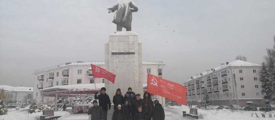Возложение цветов к памятнику В.И Ленина в Зеленодольске