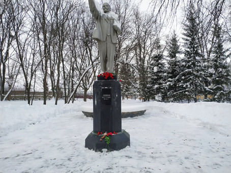 Дело Ленина живёт!