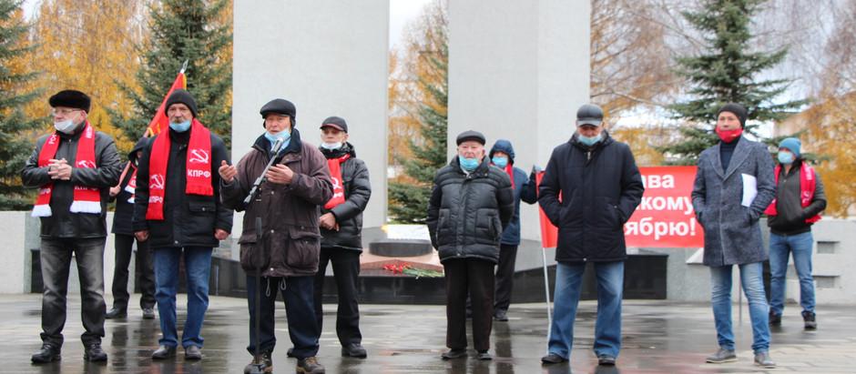 Митинг в Нижнекамске посвященный 103-й годовщине Великой Октябрьской социалистической революции.