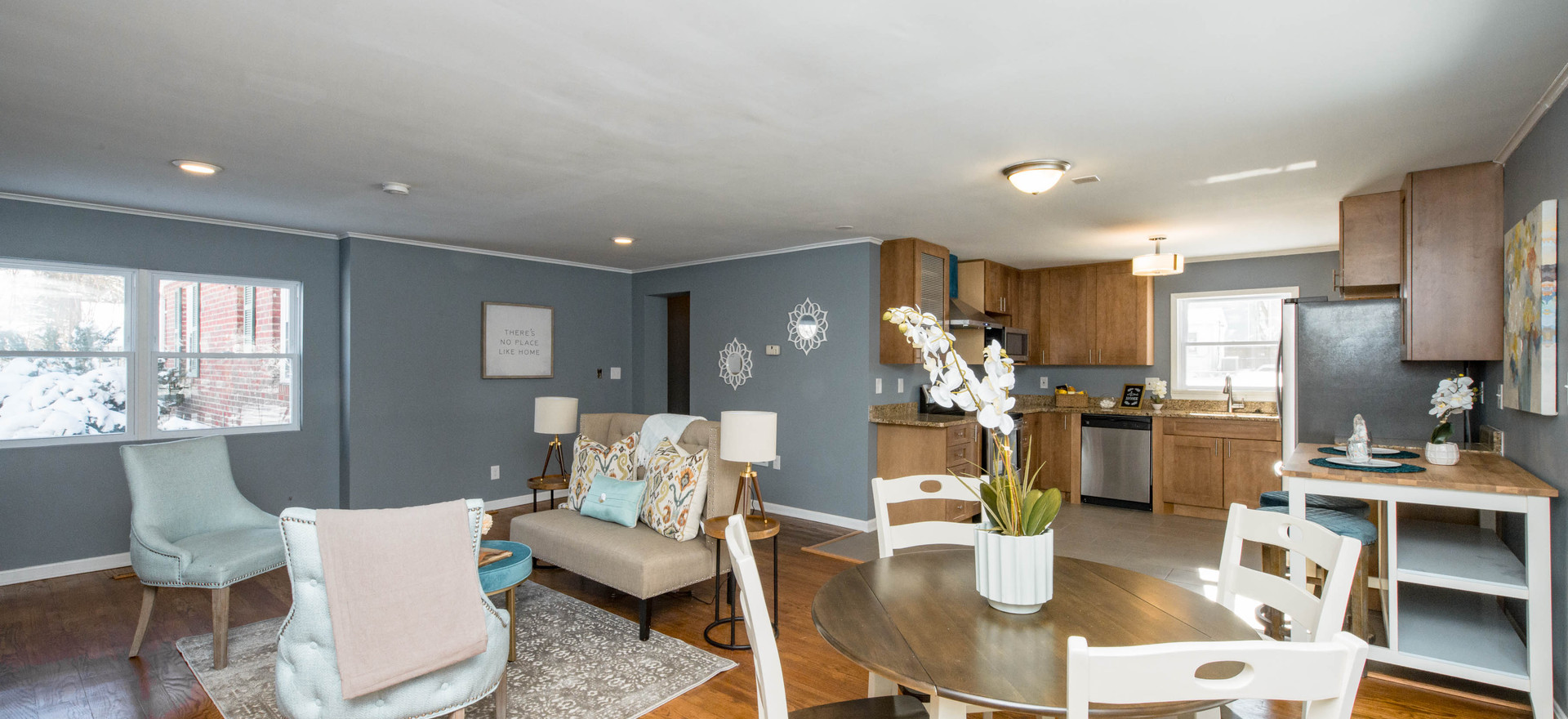 Living/Dining Area (Vacant Staged)