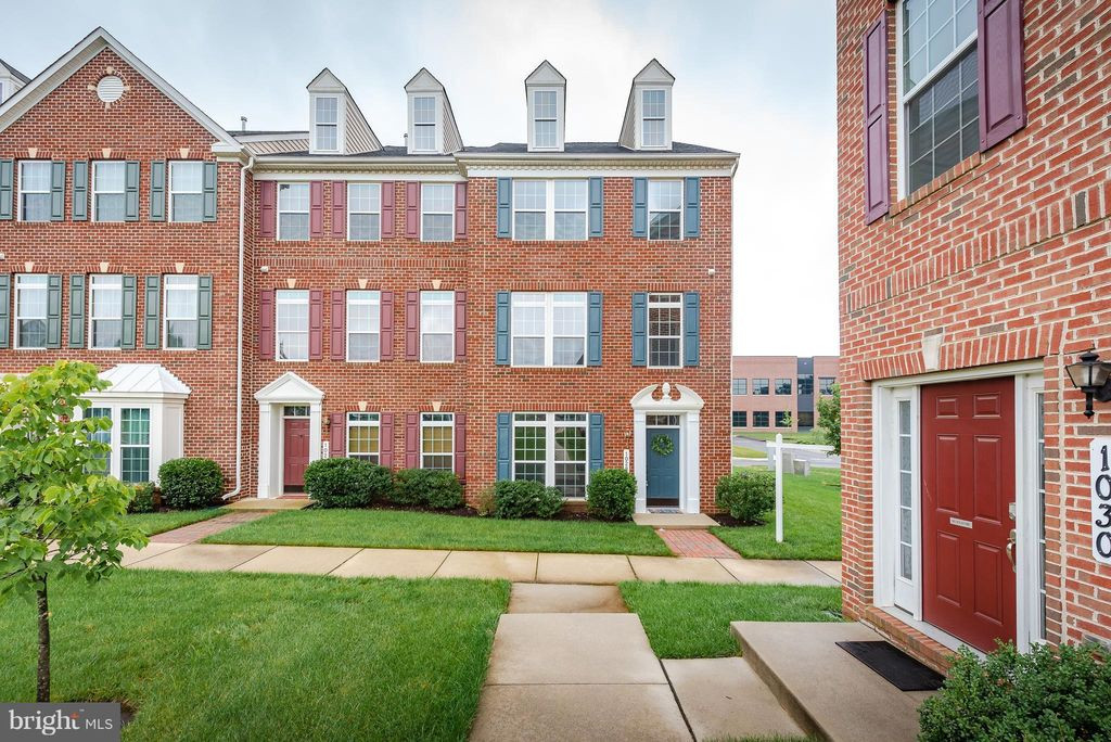 End-unit Three-floor Townhome