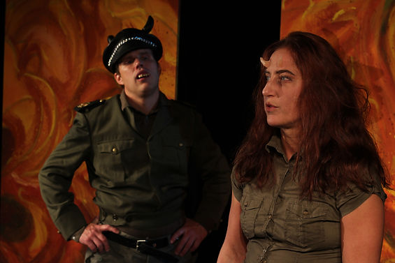 Bild från föreställningen Asmodea i en hoppfull djävla Bild från föreställning