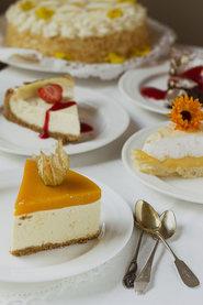 Kakkupalat pöydällä