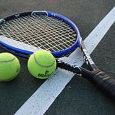 220px-tennis-racket-and-balls_orig.jpg