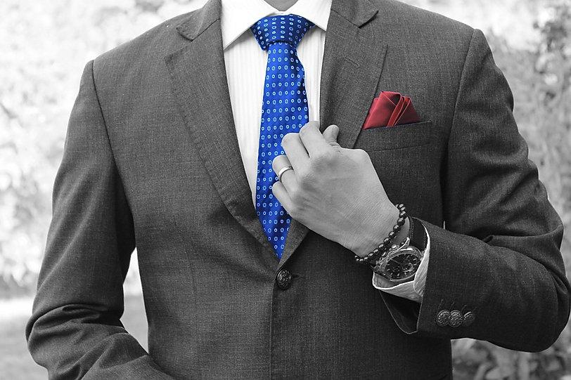 businessman-4782653_1920.jpg