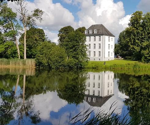 Kommandantur_Schloss_edited.jpg
