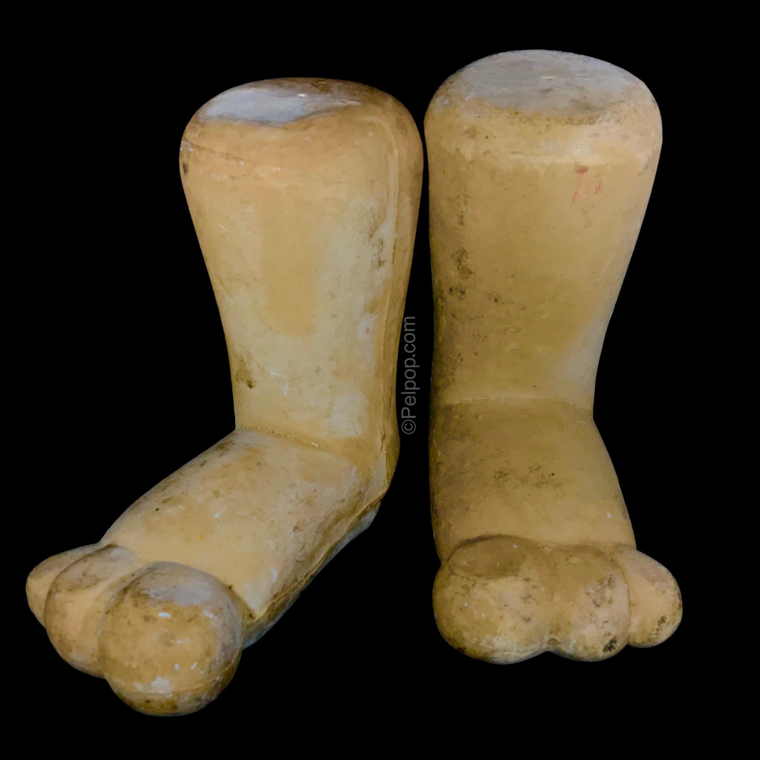 Display Fred  Flintstone Feet