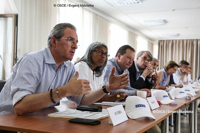OSCE_Verhandlungstisch_Maloletka_edited_edited.jpg